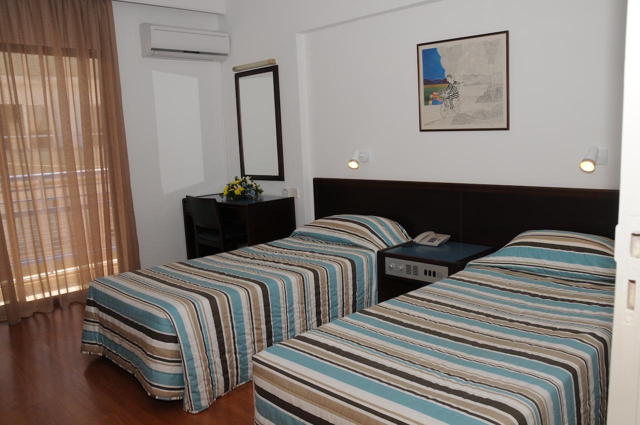 1-Bedroom Apartment twin beds
