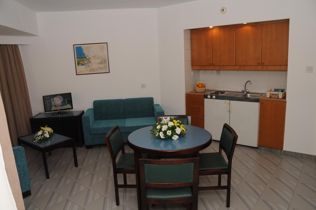 1-Bedroom Lounge & Kitchenette