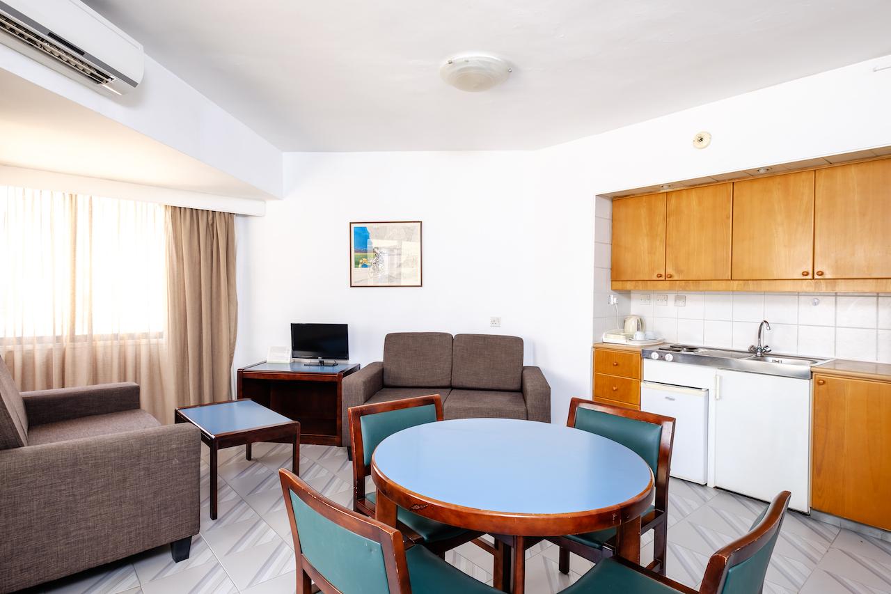 Corner Room Lounge and Kitchenette