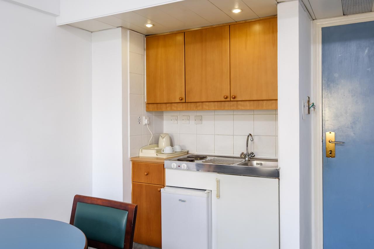 I-Bedroom Kitchenette
